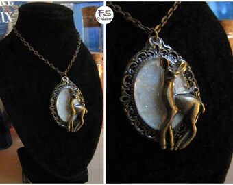 Necklace cameo Patronus.