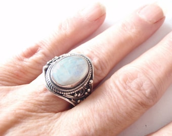 Moonstone Silver Ring - Nepalese Moonstone Sterling Ring - Vintage Nepal Bohemian  Ring - Statement Jewelry - Healing Gemstone