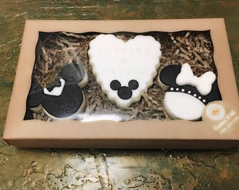 Minnie and Mickey wedding personalized cookies gift set