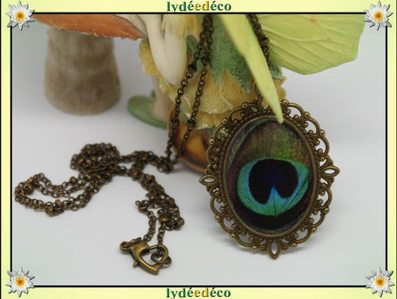 Necklace retro vintage blue Peacock feather Green Black resin and brass Locket 18 x 25mm