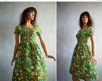 ON SALE 15% Vintage  50s style green cotton dress/ multicolor flower print short sleeve knee length cotton dress/S