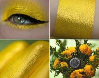 Eyeshadow: Boring by Dandelions - Nomad. Sunny yellow eyeshadow by SIGIL inspired.
