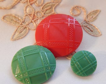 Plaid Design Red and Green Fashion Buttons - 3