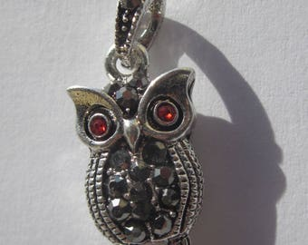 OWL in metal and rhinestones 2.1 cm Pendant (6183)