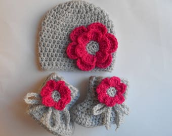 set baby girl hat and booties made in crochet