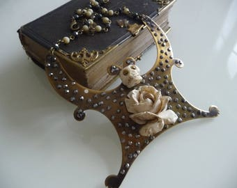Rock and baroque necklace, rose or life...