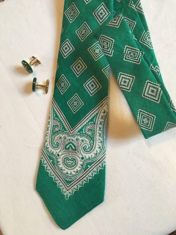 Beautiful Mint condition Vintage Green Bandanna Paisley Print Tie by Marshall Fields