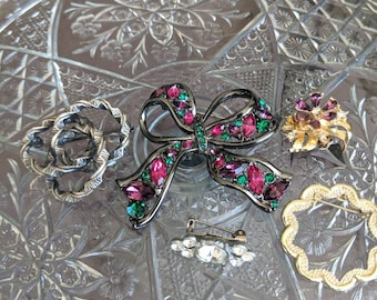 Five Brooches Pins Vintage