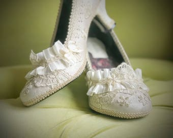CUSTOM Wedding Shoes Marie Antoinette Costume High Heels Pumps Floral Metallic Gold Champagne Off White Ivory Lace Ruffle Bridal Rosette