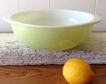 Vintage Pyrex Round Casserole, Handles, Pale Green Colored Pyrex Shallow Handled Baking Dish, 024, 2 Qt