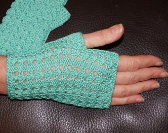 Mid-length, cotton green coconut Egyptian women gloves
