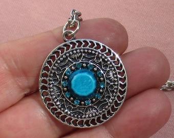 Retro Flower Shaped Blue Rhinestone Round Pendant Necklace