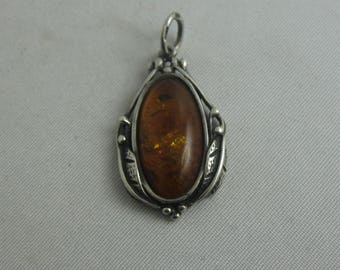 Beautiful amber pendant with sterling silver (925 Ag). VINTAGE