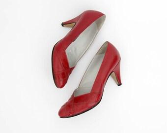 Vintage Shoes // Dermastja Yugoslavian Lipstick Red Leathe Pumps