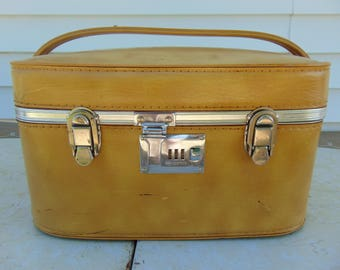 Train Case, Vintage Suitcase, Train Case Makeup, Carry On Luggage, Small Suitcase, Old Suitcase, Makeup Case, Suit Case, Mustard Yellow, 70s