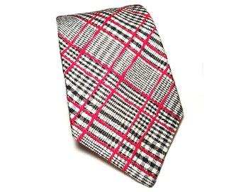 """1970s Extra-Wide Plaid Tie, Vintage 4.5"""" Wide Tie, Plaid Kipper Necktie, Black & Red Plaid Tie, Wide Polyester Tie, Gold Lining, Wide Tie"""