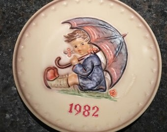 "1982 annual Hummel Plate ""Umbrella Girl"" by Goebel"