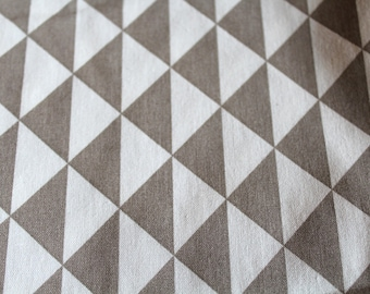 Graphic fabric coupon 50 x 70 cm taupe and white