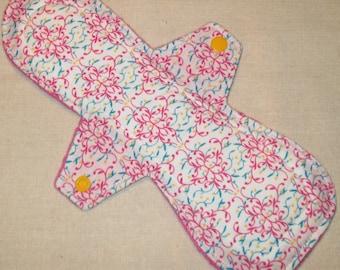 Pink Geometric 10.5 in. Moderate Cloth Pad
