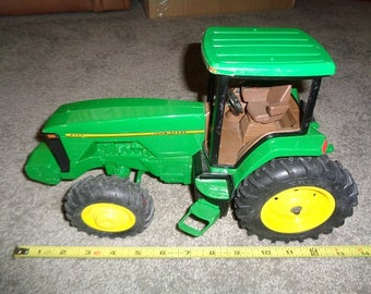 Large sized Metal John Deere tractor 1 to 16 scale by Ertl