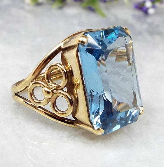 Vintage / 9ct Yellow Gold Large Heavy Blue Topaz Statement Ring / Size K 1/2