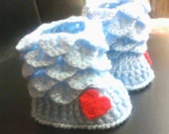 had made crochet baby booties  Сапожки--пинетки---незабудки
