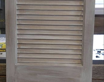 Single Shutter - distressed - taupe/gray/white