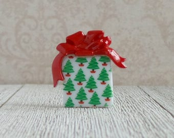 Wrapped Christmas Gift - Wrapping Paper - Christmas Trees - Lapel Pin