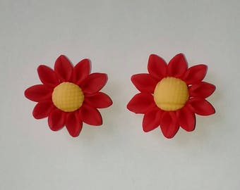 X 1 polymer clay red flower with yellow 30mm heart bead