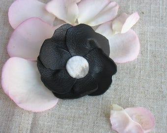 Flower brooch in black leather, gray velvet heart