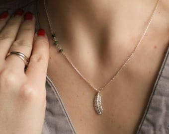 Sterling Silver Necklace with Green Gemstone Ziosite and Feather・Layering Necklace・Boho Necklace
