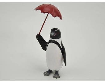 Penguin statue with an umbrella, resin, height 6,3 inches. For collection