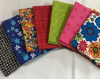 7 coordinating Fat Quarters for quilting and crafts.........NEW.........100% Cotton
