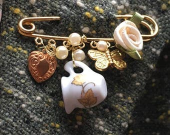 "Tea Garden Gold Colour Kilt Pin Brooch with Cream Silk Rose and Butterfly Charm -2"" kiltpin"