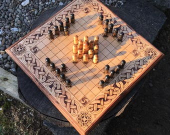 Shieldwall: Historical Hybrid Hnefatafl Game variant, Strategic Rustic Board Game, handcrafted & customizable - Viking Tafl - MADE TO ORDER