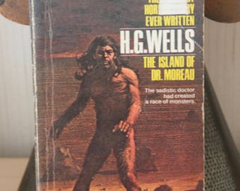 "A striking 1970s Leisure Books Paperback H.G.Wells ""The island of Dr Moreau"""