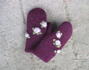 felted mittens with flowers