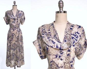 Vintage 1940s Day Dress // Monochrome Floral 40s Silk Dress // Rockabilly Housewife Frock // True Vintage Novelty Print Size Medium