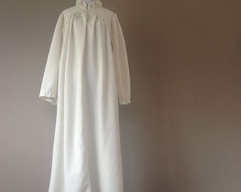 M/L / Vintage Gilligan & O'Malley / Soft Velour Long Nightgown / Medium/Large