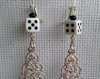 Two dice to play at your fingertips on earrings