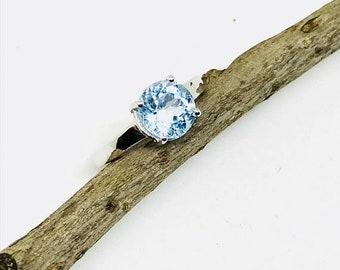 10% Aquamarine ring set in sterling silver (92.5) size - 7. Natural authentic faceted aquamarine stone.