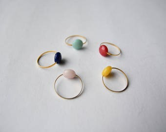 bague dorée perle multicolore