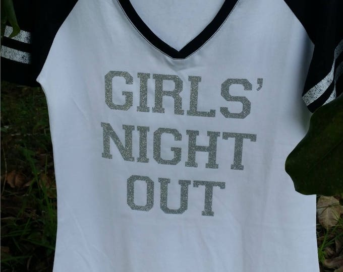 Get the words of your choice on this GLITTER embellished short-sleeved V neck raglan T shirt + choice for shirt/glitter District Made shirt