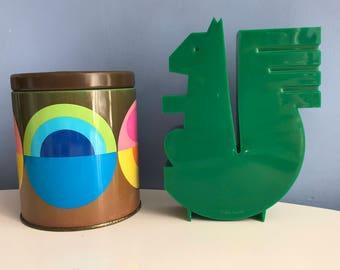 Squirrel Money Box. Green. Plastic Ornament. Piggy Bank. Savings Bank. Office Decor. Caisse d'Epargne