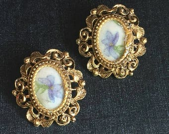 Frosted Floral Iris Earrings oval filigree framed vintage antique Gold Tone blue flower Clip On button earrings Statement