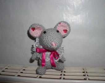 small crochet amigurumi mouse