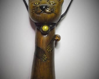 Figurine cat around your neck