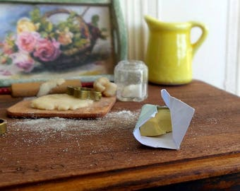 Miniature food, butter in miniature paper, accessory food decoration kitchen 1:12 scale Dollhouse