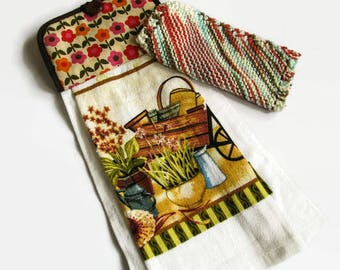 Hanging Kitchen Towel and Dishcloth Set; Country Kitchen Set; Knit Dishcloth; Hanging Towel Set; Kitchen Accessories; Shower Gift;