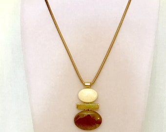 Vintage Avon Pendant Necklace    VG3021